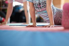 jugendkulturjahr-2020-ratingen-jkj2020-sommerspecial-teenie-yoga-nur-fuer-maedchen